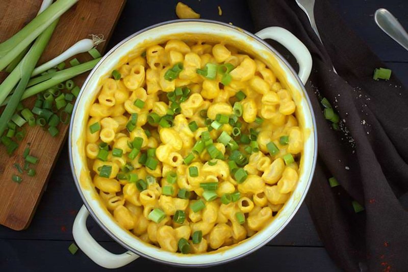 mac topped with green onion