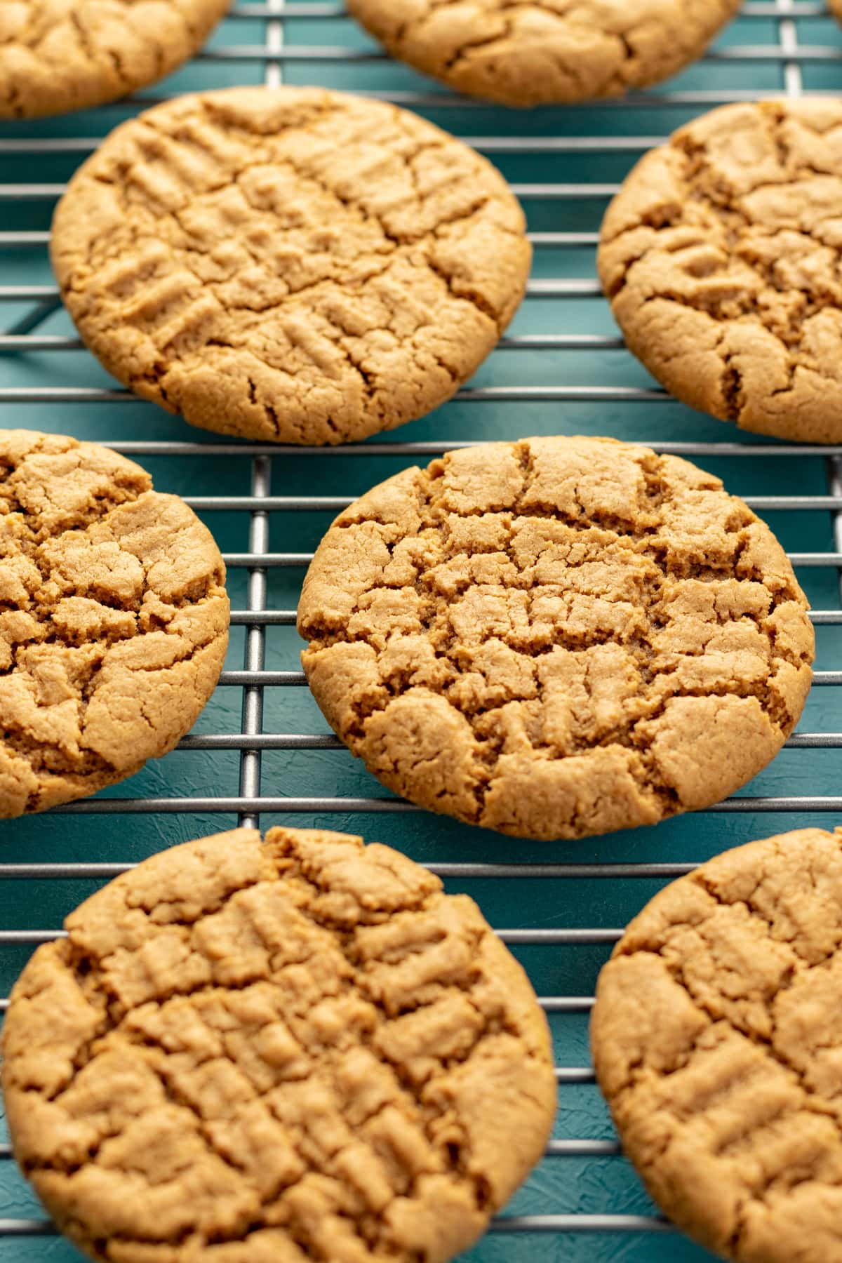crinkly cookies on a cooling rack